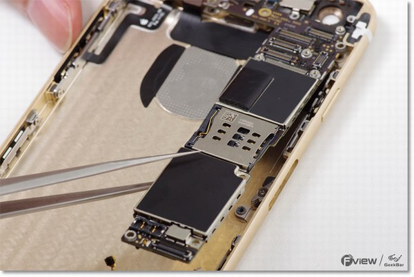 Apple-iPhone-6-Disassembly-23-600x400.jpg.80667c685def207a182070fe53a566a2.jpg