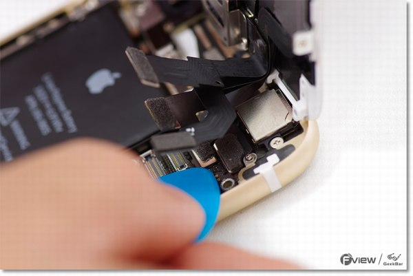 Apple-iPhone-6-Disassembly-8-600x400.jpg.7873eff73c92c432150da88c829feb7b.jpg
