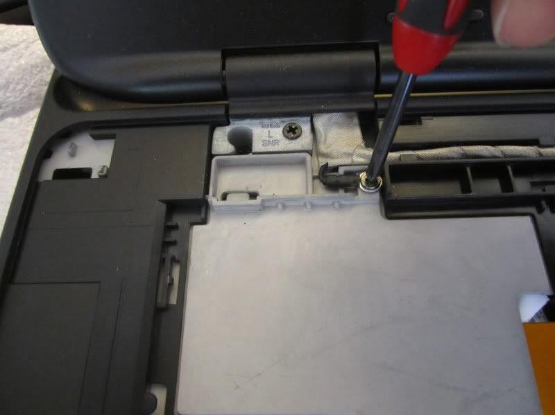 Dell-XPS-15-L502X-Disassembly-14.jpg.cf24804facf4a30615b6e9f4c3573b7f.jpg