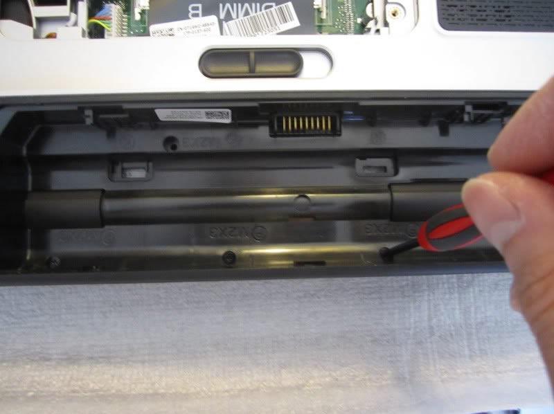 Dell-XPS-15-L502X-Disassembly-18.jpg.67b799a9a9a4aa0265a831b0cfc06811.jpg