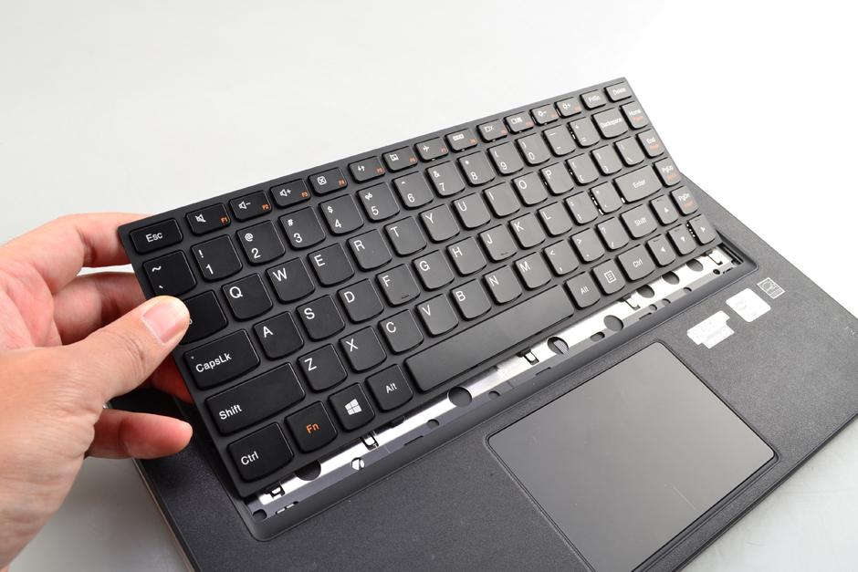 Lenovo-IdeaPad-Yoga-13-Disassembly-3.jpg.49700a175cdbf27d8b8ef75023aaca81.jpg