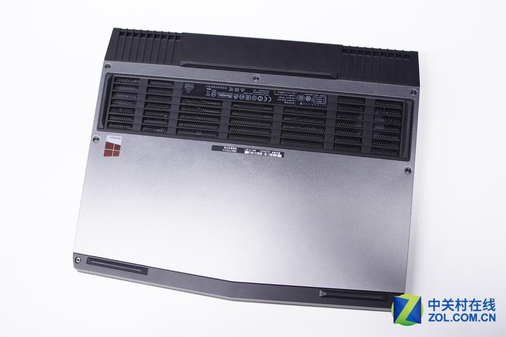 Alienware-13-R3-Disassembly-1.jpg