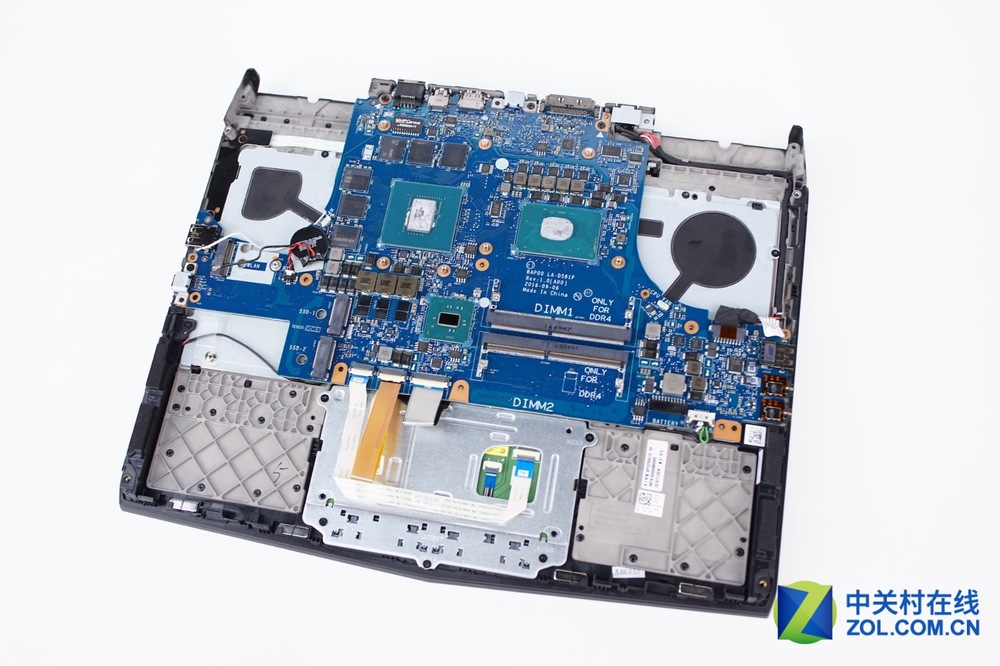 Alienware-13-R3-Disassembly-23.jpg