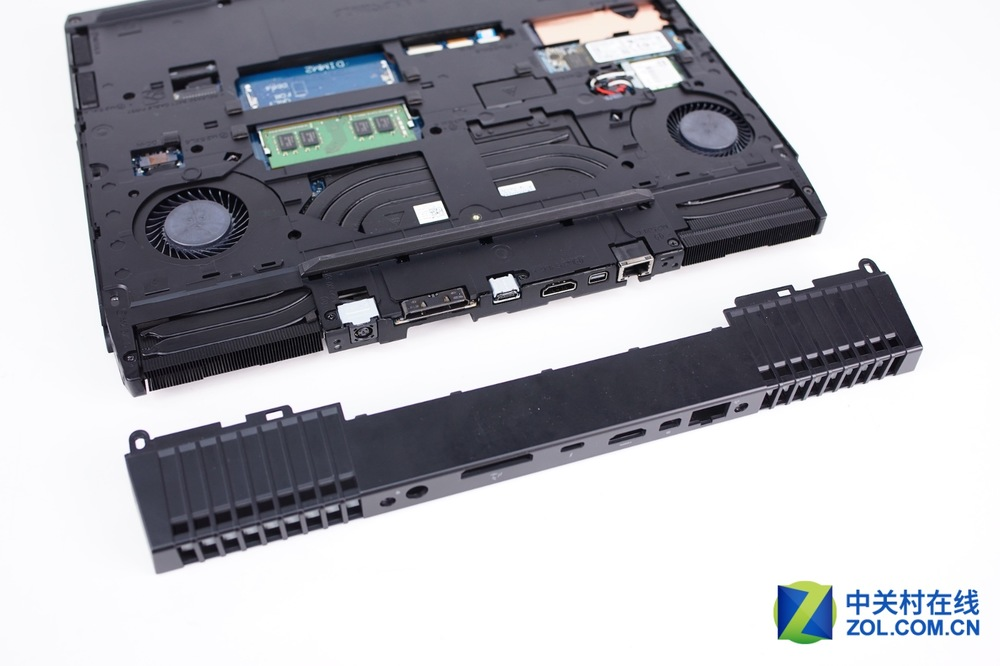 Alienware-13-R3-Disassembly-3.jpg