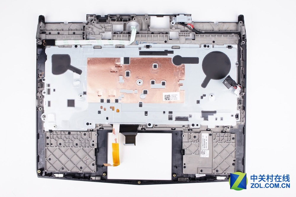 Alienware-13-R3-Disassembly-30.jpg