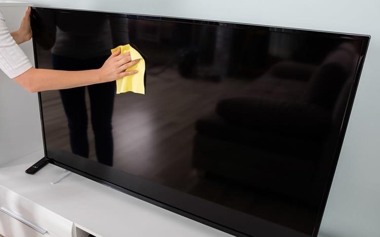 limpar-tv-tela-plana.jpg